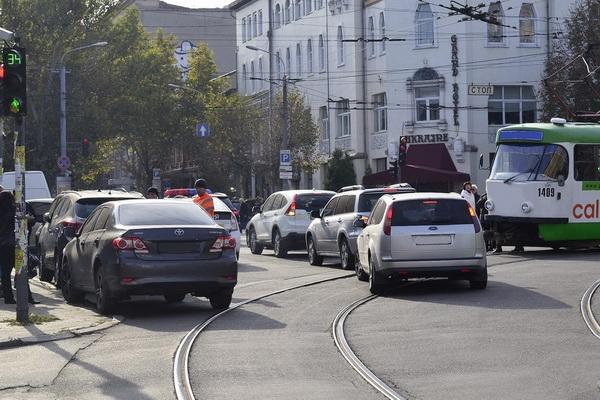 Когда и как можно ехать по трамвайным путям – что говорят ПДД