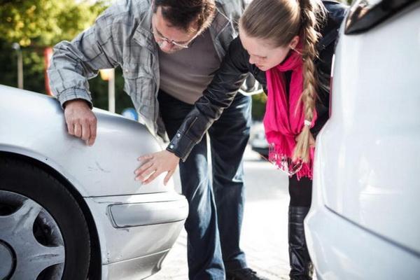 Осмотр повреждений авто