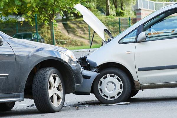 В чью страховую обращаться при ДТП для возмещения ущерба?