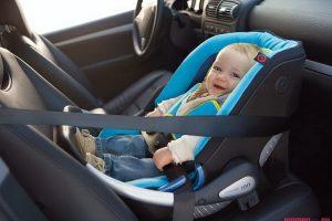 младенец в машине