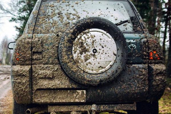 загрязненный автомобиль