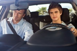 Отец и сын в машине