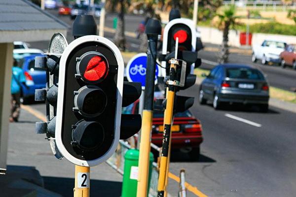 Светофоры и дорожные знаки