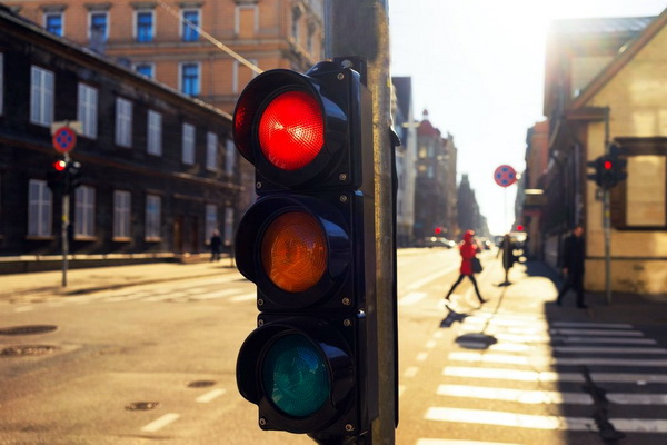 Светофор на дороге